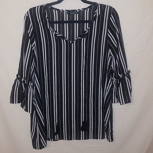 Annabelle Medium black and white stripped blouse